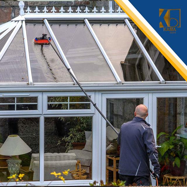 نحوه-تمیز-کردنن-سقف-شیشه-ای